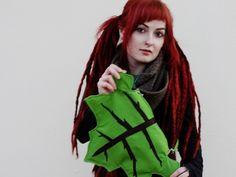 https://www.etsy.com/listing/123716321/leaf-bag-bolso-hoja-sac-de-feuilles?
