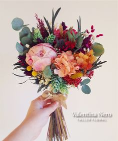 Ramo de novia silvestre con flores preservadas y secas. Con peonias, hortensias, eucalipto... Valentina Nero