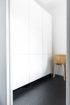 ikea bestå voor in de hal Ikea Cabinets, Closet Storage Space, Minimalist Bedroom Design, Ikea Furniture, Ikea Storage, Smart Closet, Furniture Design, Minimalist Bedroom, Furniture