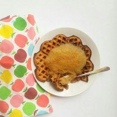 Rezept für gesunde Vollkornwaffeln mit Apfelmus im Teig   Ohne raffinierten weißen Zucker   Clean eating   Wenig Fett