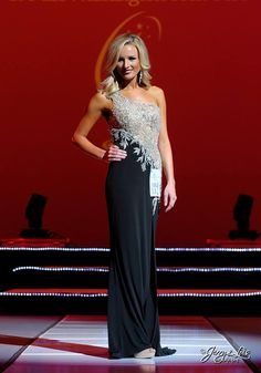 Miss Washington USA 2015 Evening Gown: HIT or MISS? http://thepageantplanet.com/miss-washington-usa-2015-evening-gown/