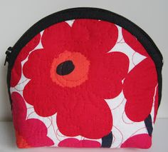 Lappeklipp: Necessär - tutorial Quilted Bag, Presents, Kids Rugs, Quilts, Purses, Diy, Bags, Hobbies, Passion