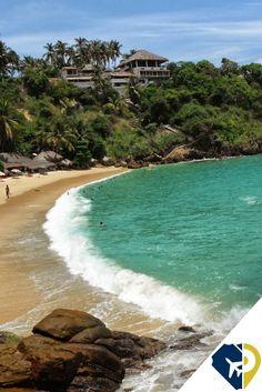 Puerto Escondido cuenta con varios tramos de magnífica playa de arena fina con un ambiente relajado y un montón de comodidades. Oaxaca, México
