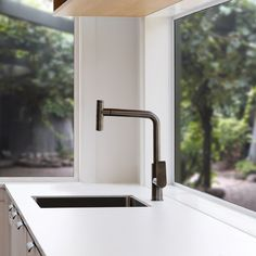 Single touch, on/off kitchen mixers that work with your elbow, are an ideal option for when your hands are unavailable