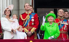 La Reina Isabel, el Duque de Edimburgo, los Duques de Cambridge y los Príncipes Jorge y Carlota en Trooping the Colour 2016