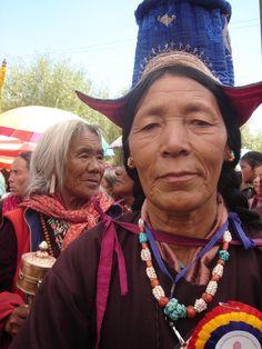 India | Ladakhi Ladies, Waiting for the Dalai Lama, Choglamsar, Ladakh. | Caption and image © Sirensongs on Flickr