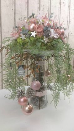 Make a Christmas piece on top of a vase and create something unique! - Make a Christmas piece on top of a vase and create something unique! Christmas Flower Arrangements, Christmas Flowers, Christmas Centerpieces, Pink Christmas, Xmas Decorations, Christmas Holidays, Christmas Wreaths, Christmas Ornaments, Shabby Chic Christmas