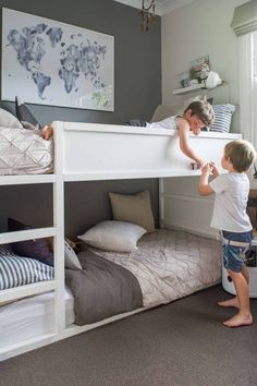 42 Fascinating Shared Kids Room Design Ideas - Planning a kid's bedroom design can be a lot of fun. It can also be a daunting task as you tackle the issue of storage and making things easy to clean. Shared Boys Rooms, Bunk Beds For Boys Room, Bunk Bed Rooms, Shared Bedrooms, Kid Beds, Boy Room, Kids Bedroom, Bunkbeds For Small Room, Small Bunk Beds