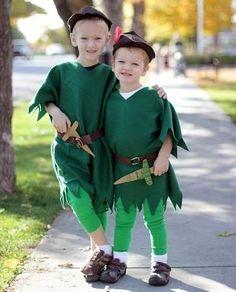 Como fazer fantasia de Peter Pan. Peter Pan é um personagem de uma peça de teatro que deu origem a um livro e a posteriores adaptações para o cinema. Este personagem era um pequeno rapaz que passava a vida a ter aventuras mágicas, por...