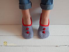 WOMAN SLIPPER SOCKS /Crochet Slippers. Knitted by Exclusive72