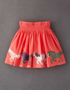 Appliqué Skirt --MINI BODEN-- my heart stopped for a second. Take a look at that applique work on that skirt! My daughter is in love with horses and ponies. Be still my beating heart.