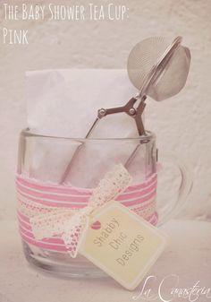 The Baby Shower Tea Cup in Pink es uno de nuestros diseños favoritos para tu baby shower por su tierna presentación y fina selección de contenidos para hacer un elegante set de té para tus invitadas.  Incluye taza de infusión, tisana gourmet y elegante infusor metálico. Podemos acoplar colores, etiqueta y tu escoges el tipo de té : )  $150 Pesos (Precio incluye IVA)  Cotizaciones: lacanasteria@gmail.com