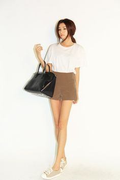 White Plain Tee with Brown Short Fashion of Park Sora