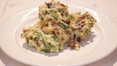 De Makkelijke Maaltijd | kook. Schil en snijd de aardappels in gelijke stukken. Kook de aardappels in circa 15 minuten gaar. Giet af en stoom ze droog. Pureer de...