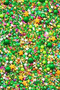 Pot O Gold is the fabulous Irish themed blend for St. This gorgeous green crunchy blend has rainbow stars in it as well as a ton of glitter edible gold stars! Sprinkle Party, Sprinkle Cookies, Gold Food Coloring, Decorating Tips, Cake Decorating, Cake Wallpaper, Screen Wallpaper, Fancy Sprinkles, Rainbow Star