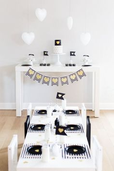Gorgeous black and white valentine's day party. Black And White Stars, Black And White Theme, White Gold, San Valentin Ideas, Safari Theme Party, White Bridal Shower, Black Gold Jewelry, Heart Balloons, Party In A Box