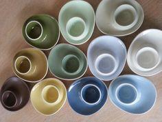Min samling: Figgjo ensfarga eggeglass: mintgrønn, lyseblå, oliven, grå, gul (Sissel), grønn (Smørblomst), brun (Rolf) mørkblå (Daisy) Mellomblå (Krokus?), hvit, grågrønn (?)