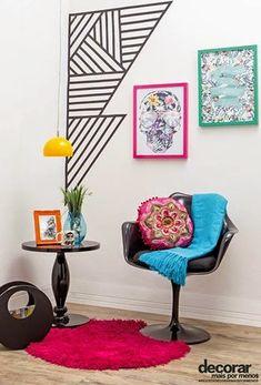 Decoração gráfica na parede com o uso de fita adesiva na cor preta.