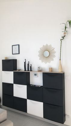 Aménagement de mon entrée étroite avec les meubles IKEA TRONES. #ikea #rangement #chaussures