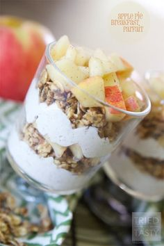 Apple Pie Breakfast Parfait // A perfect healthy fall breakfast idea that's completely guilt free! Apple Recipes, Fall Recipes, Gourmet Recipes, Dessert Recipes, Cooking Recipes, Desserts, Fruit Recipes, Fall Breakfast, Breakfast Parfait