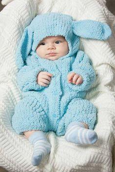 Вязаные костюмы для новорожденных девочек и мальчиков всегда теплые и сделаны с любовью. Какие разновидности сейчас в моде? Прикольные костюмы и идеи для фотосессии. Советы по вязанию. Knitted Baby Clothes, Baby Kids Clothes, Winter Baby Clothes, Animal Knitting Patterns, Baby Patterns, Baby Boy Outfits, Kids Outfits, Crochet Baby Costumes, Baby Moses