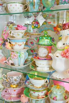 the World Tea Company Vintage Dishes, Vintage Tea, Vintage China, Teapots And Cups, Teacups, Kitsch, Afternoon Tea Parties, Cuppa Tea, China Tea Cups