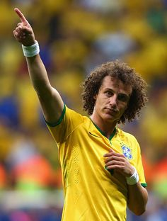 David Luiz of Brazil acknowledges the fans after defeating Cameroon during the 2014 FIFA World Cup Brazil Group A match between Cameroon and Brazil at Estadio Nacional on June 2014 in. Get premium, high resolution news photos at Getty Images Brazil World Cup, World Cup 2014, Fifa World Cup, Best Football Players, Football Boys, Soccer Players, David Luiz Chelsea, Fc Chelsea, Football Hairstyles