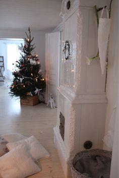 White Christmas Home Swedish Christmas, Woodland Christmas, Christmas Room, Merry Christmas To All, Scandinavian Christmas, White Christmas, Vintage Christmas, Christmas Holidays, Christmas Decorations