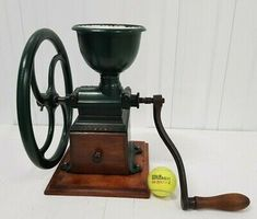 Antique Coffee Grinder, Burr Coffee Grinder, Coffee Grinders, Spice Grinder, Grinding Machine, Oldies But Goodies, Vintage Coffee, Peugeot, Cast Iron