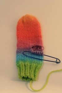 Mittens, thumbs, oh dear! - knitting loom - free pattern