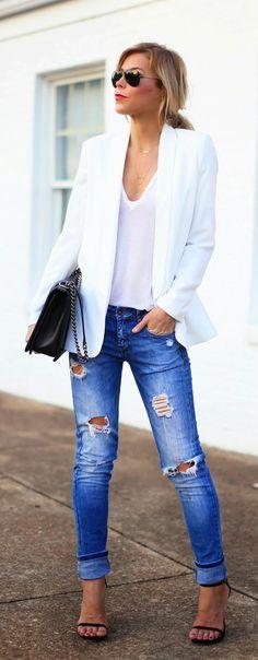 Blazer blanco y jeans gastados =)