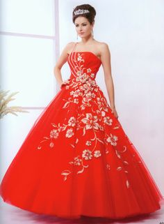 is a red dress features a tie at the vestito braso Isquierdo has some areglos brings flowers with silver earrings and a silver coronet gift incruida cost is ochoientos thirty-five pounds