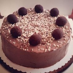 Chocolate cake with cakepops