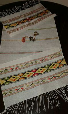Small Tapestry, Diy And Crafts, Paper Crafts, Bargello, Table Runners, Weaving, Crochet, Handmade Cushions, Straight Stitch