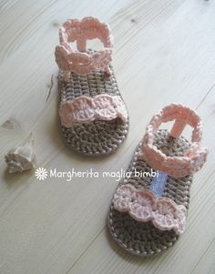 Knit Baby Shoes, Crochet Baby Boots, Booties Crochet, Love Crochet, Vintage Crochet, Baby Booties, Crochet Clothes, Crochet Baby Blanket Borders, Crochet Designs