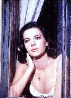 "1961 / Natalie WOOD incarne Maria dans le film musical ""West side story""..."