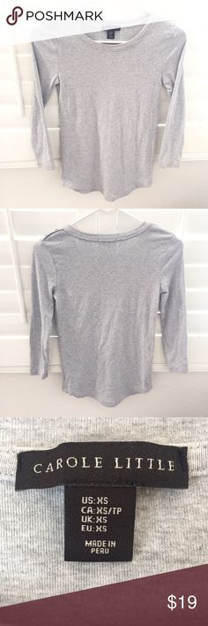 """Button shoulder top Great condition shirt that goes with a lot of different casual outfits.  👚 Pit to pit 14.5"""" 👚 Sleeve 18"""" 👚 Shoulder width 12.5"""" 👚 Length 23"""" Tops Tees - Long Sleeve"""
