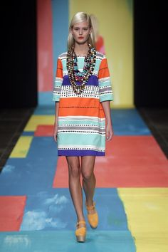 Marimekko Spring Inka pattern by Jenni Tuominen. Love the color block runway Only Fashion, High Fashion, Womens Fashion, 2014 Fashion Trends, Copenhagen Fashion Week, Textiles, Dressing, Creation Couture, Beautiful Outfits