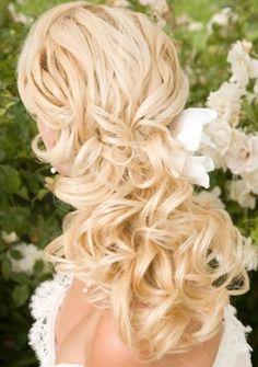 Love this curly wedding hair-DO!