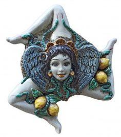 A ceramic trinacria, traditional souvenirs of #Sicily / Trinacria siciliana: un souvenir perfetto da portare a casa dalla vostra vacanza in #Sicilia