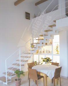 Photo DT35 - ESCA'DROIT® 1/4 Tournant Intermédiaire. Escalier d'intérieur sur limon central en métal et bois pour une décoration contemporaine.
