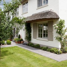 Update the front door for your home with our guide to smart entrances. Get some serious kerb appeal!