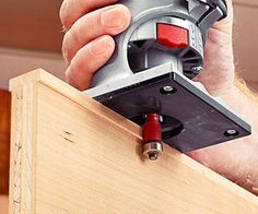 Unless you're making many multiples of project parts, it almost always takes longer to set up for a cut than it does to actually rout the workpiece. Fortunately, over the years we've discovered shortcuts to make most setups a breeze. Woodworking At Home, Router Woodworking, Woodworking Techniques, Woodworking Projects Diy, Trim Router, Router Jig, Wood Router, Dremel, Router Table Fence