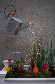 Add a whimsical touch to your backyard! Glowing watering can with fairy lights. Diy Garden Projects, Garden Crafts, Diy Garden Decor, Glow Water, Garden Lamps, Small Gardens, Fairy Gardens, Yard Art, Fairy Lights