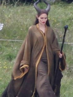 Angelina Jolie's Full Maleficent Costume can't wait to see this movie!