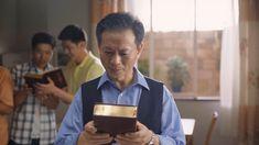 Ο πάστορας Τσανγκ Σούνταο πρόσμενε ανέκαθεν την #επιστροφή_του_Κυρίου, αλλά όταν ο αδελφός Ζεν μαρτυρά σ' αυτόν πως ο Κύριος έχει ήδη επιστρέψει, εκείνος εμμένει πεισματικά στις δικές του αντιλήψεις και φαντασιώσεις. Όταν τελικά ακούει τη #φωνή_του_Θεού στον λόγο του Παντοδύναμου Θεού, ανοίγει επιτέλους την πόρτα της καρδιάς του και καλωσορίζει την επιστροφή του Κυρίου. #ο_ενσαρκωμένος_Θεός #έλευση_του_Κυρίου #Οι_συνετές_παρθένες #σωτηρία_του_Θεού #Χριστός #Ιησούς #Πίστη #Ευαγγέλιο… Knock Knock, Lord