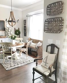 9 Interesting Tips AND Tricks: Vintage Home Decor Farmhouse Barn Doors classic vintage home decor house tours.Vintage Home Decor Shabby Chandeliers vintage home decor diy flea markets.Dark Vintage Home Decor Chairs. Living Room Paint, My Living Room, Living Room Decor, Dining Room, Dining Area, Table Vintage, Vintage Home Decor, Farmhouse Interior, Farmhouse Decor