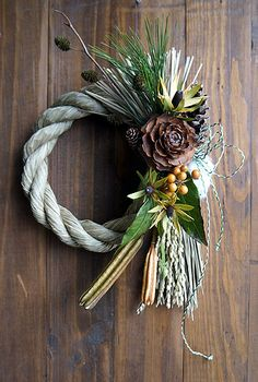 Christmas Time, Christmas Wreaths, New Year Images, New Years Decorations, Floral Arrangements, Flower Arrangement, Grapevine Wreath, Diy And Crafts, Centerpieces