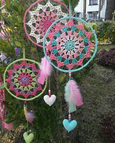 Atrapasueños crochet crochet dreamcatcher, crochet y dream catcher. Crochet Home, Love Crochet, Knit Crochet, Motif Mandala Crochet, Crochet Doilies, Hobbies And Crafts, Diy And Crafts, Dreamcatcher Crochet, Crochet Designs
