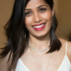 Actress and philanthropist Freida Pinto glows in our Classic Chain 18K Gold Diamond Long Drop Earrings, Classic Chain Gold & Silver Extra-Small Reversible Necklace and Classic Chain 18K Gold Slim Necklace while at a L'Oréal Paris event. #JohnHardy #MyJohnHardy
